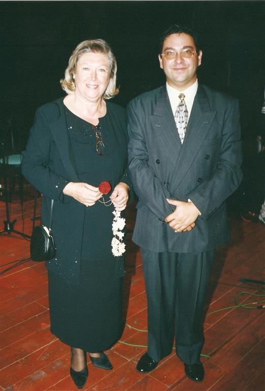 1. Girne Türk Sanat Müziği Amatör Ses Yarışması sonrası İnci Çayırlı ile(2000)